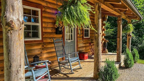 Secluded custom log cabin close to Hocking Hills