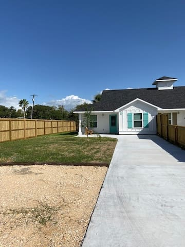 BEDROCK Port Vacation Rentals Unit D