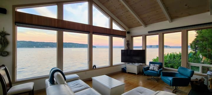 Sunrise Beach House, Gig Harbor - beachfront!