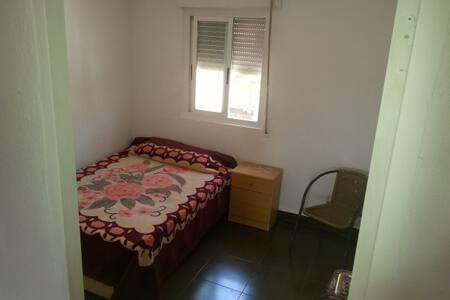 Una habitación casi en el escenario del Leyendas - Villena