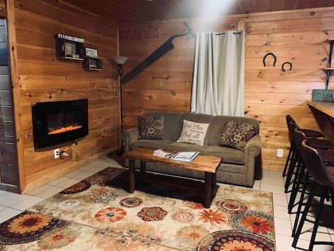 The Cozy Cabin! 3 bed 1 bath. Close to Tippy!
