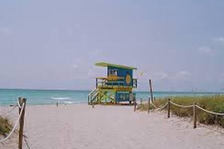 MINIMALIST 2 BEDROOM UNFURNISHED 5 BLOCKS TO BEACH - Miami Beach - Departamento