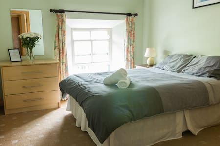 Backpacker's Townhouse Private Room - Ennistymon - Townhouse
