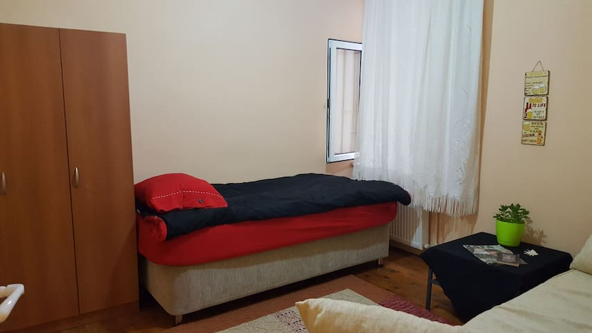 Cozzy room 5mins to CIRAGAN, EXTRA BED OPTİON