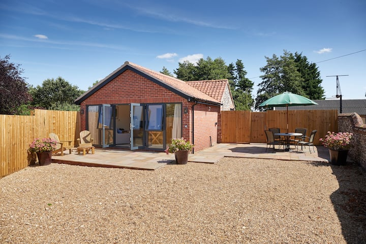 Swan cottage in the Brecks with Private Hot Tub
