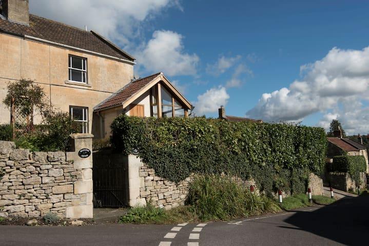 Clematis Cottage - Idyllic Village close to Bath