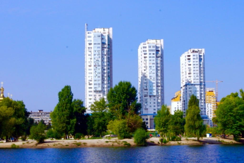The apartment is located on the shore of one of the largest lakes in Kiev, near the park and has a magnificent view of the city, the lake, the Dnieper River!