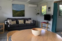 The Bay Beach Bungalow (Complimentary WIFI)