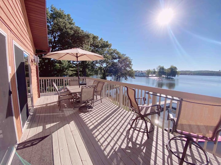 Beautiful 2 bed &  2 bath, large waterfront deck