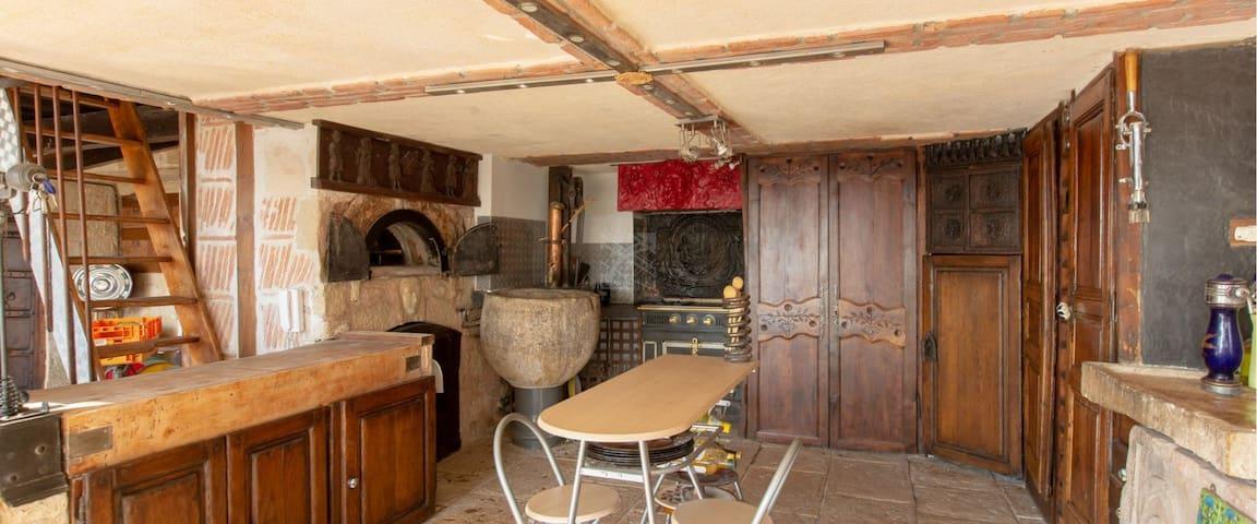 Chambre dans atelier d'artiste Vue /Tour Eiffel