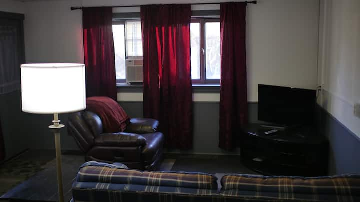 PRIVATE studio apt. across from SEMO university.