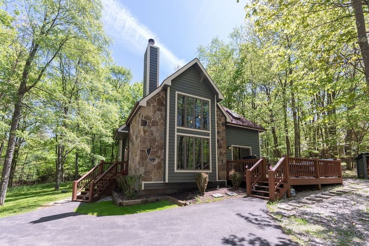 NEW! Lake Access Home w/Dock Slip, Hot Tub, Fire Pit & MANY Community Amenities!