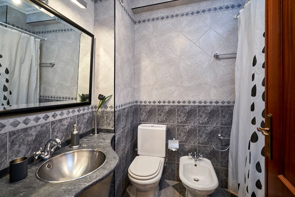 Quarto de banho 2 / Bathroom 2