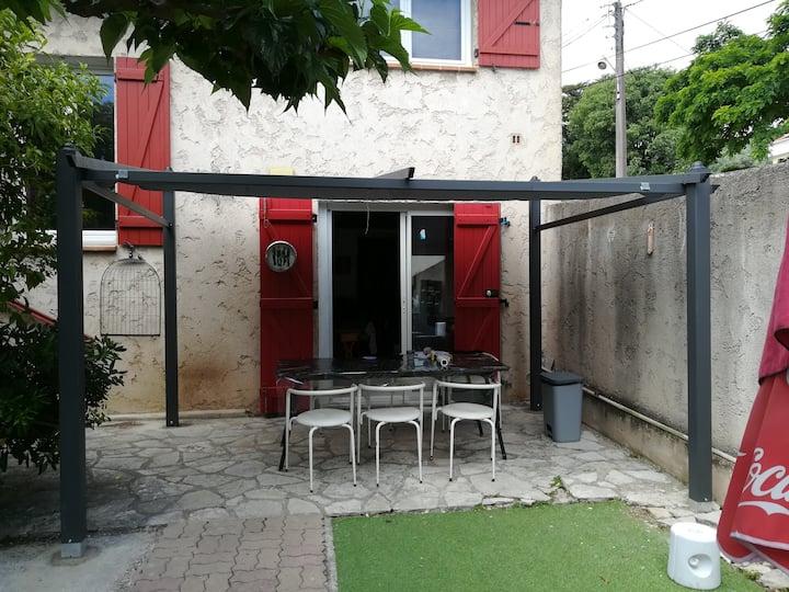 chambre+kitchenette ds maison calme jardin piscine