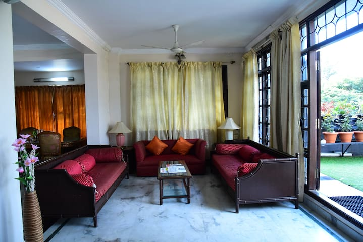 service apartment in Richmond road