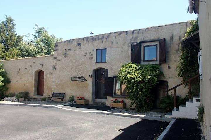 Gîte rustique charmant, 25 km de Carcassonne