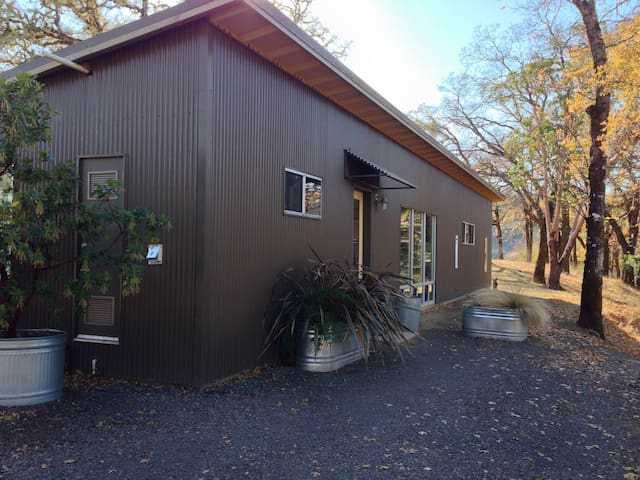 Welshwood Guest House-Quiet,Secluded,Dog Friendly - Ukiah - Hus