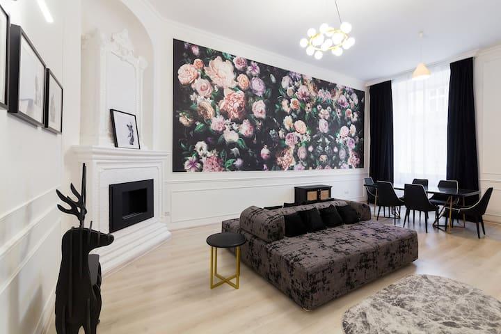 Luxury Apartment on Lychakivska 3