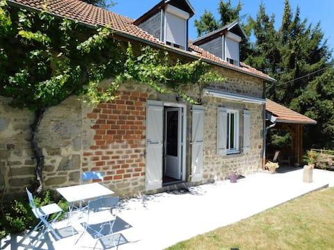 Maison de campagne rénovée montagne bourbonnaise