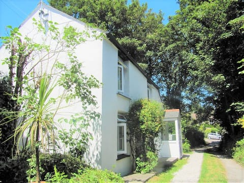 Beautiful Valley Cottage family/dog frendly nr sea