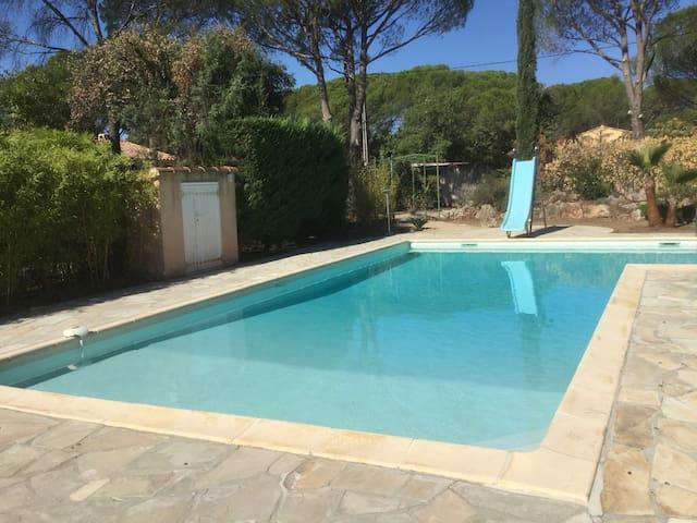 Gîte climatisé avec piscine 4 personnes maxi