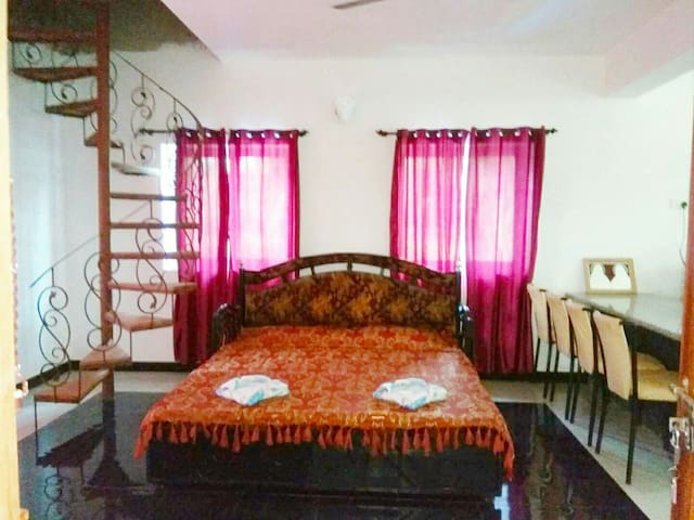 Cozy Studio Apt 3 with Balcony & Kitchenette