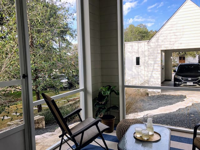 Enjoy our screened in porch for margaritas or spot to just relax!