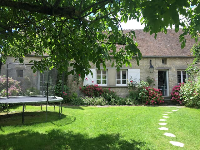 Charming house 70 km from Paris -  Nangeville - Casa