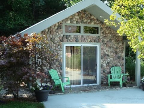 Leelanau Stone Cottage At Eagle's Nest