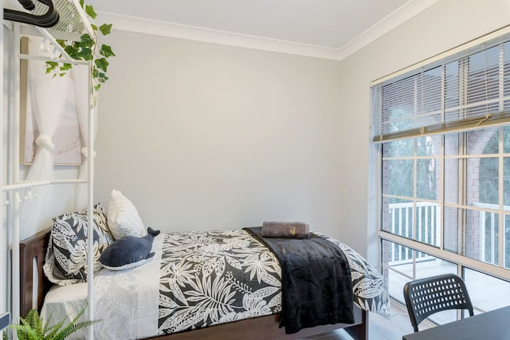 Quiet Private Room in Kingsford near UNSW, Light railway&bus 2