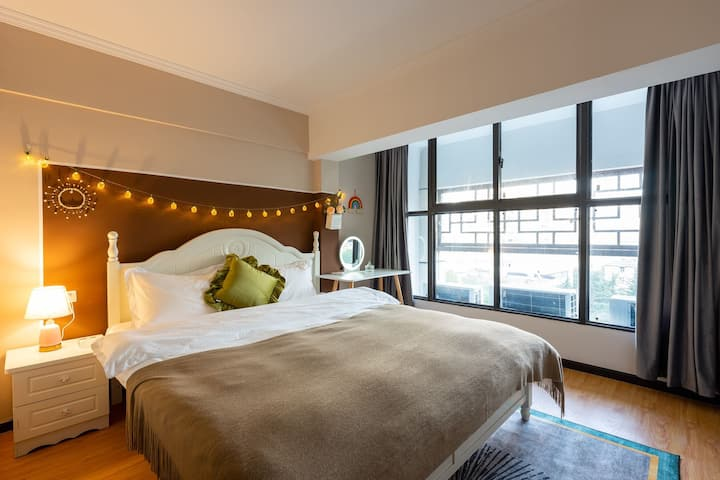 【香田民宿】loft, 楼下客厅,楼上两个房间,近武大/黄鹤楼/汉街/中南(投影,可做饭)