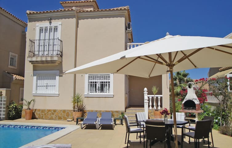 Holiday cottage with 3 bedrooms on 98 m² in Guardamar del Segura