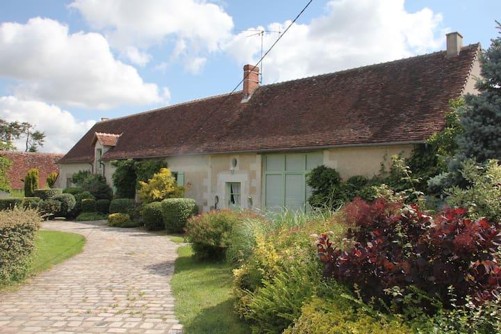 Belle longère avec piscine chauffée - Saint-Flovier