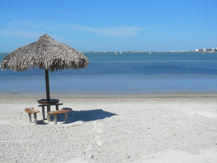 AMAZING 2 Bed 2 Bath - Private Beach - DISCOUNTED!