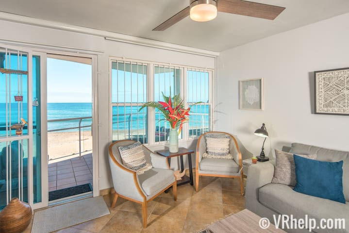 ★Beachfront★ on famous Sandy Beach. Gated Parking.