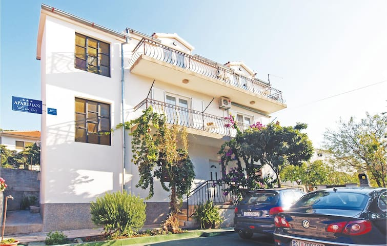 Holiday apartment with 3 bedrooms on 72m² in Jezera