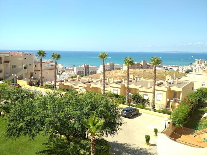 Casa bonitas vistas al mar Piscina y Aparcamiento.