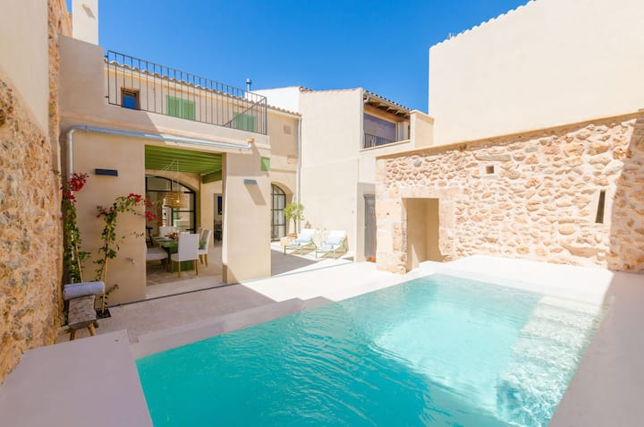 SANANOS - Villa with private pool in CAMPOS. Free WiFi
