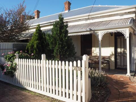 Clyde's Cottage (Part of Harriett's)