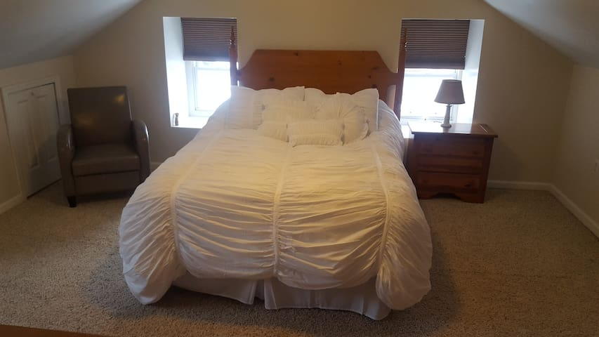 Holly Heritage/Weaver room, extended stays welcome