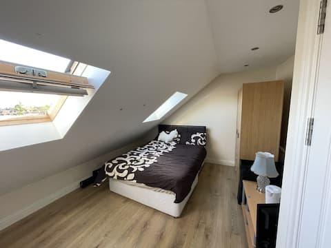 Spacious loft double bedroom close to Wembley Park