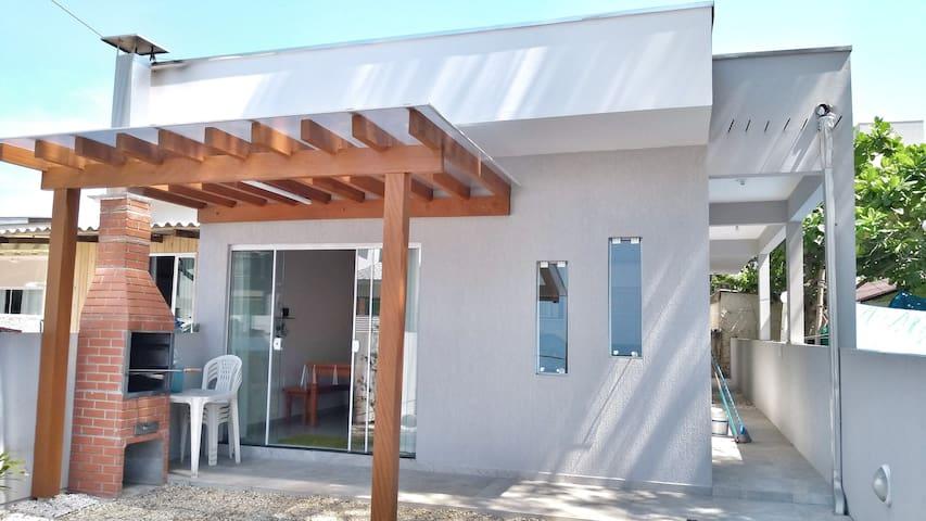 Casa a 30 Metros da Praia Mariscal e Canto Grande