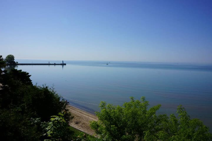 Picturesque Lakefront Beach Cottage - Port Dover - Dom