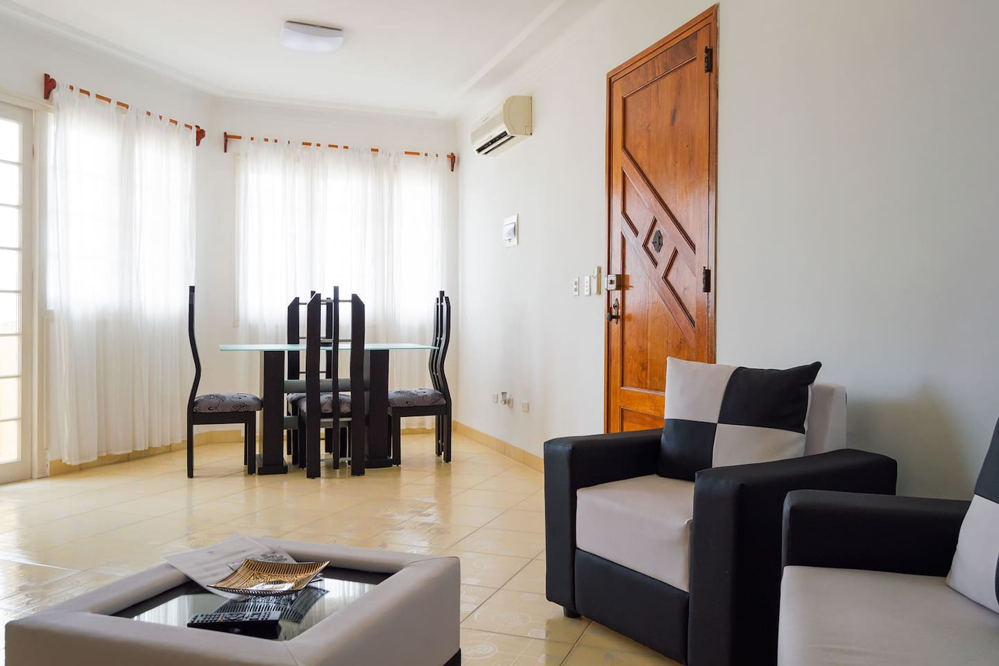 Living room and dinning room: air conditioned, very spacious and illuminated