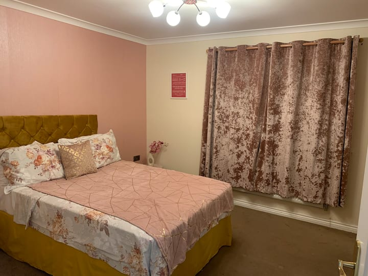 ✯ Large Double Room New Build Apt close to center✯