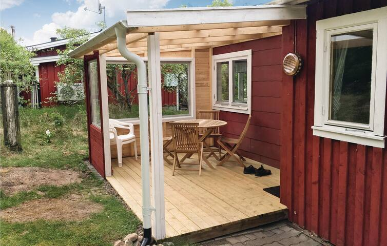 Holiday cottage with 1 bedroom on 35 m² in Skottorp