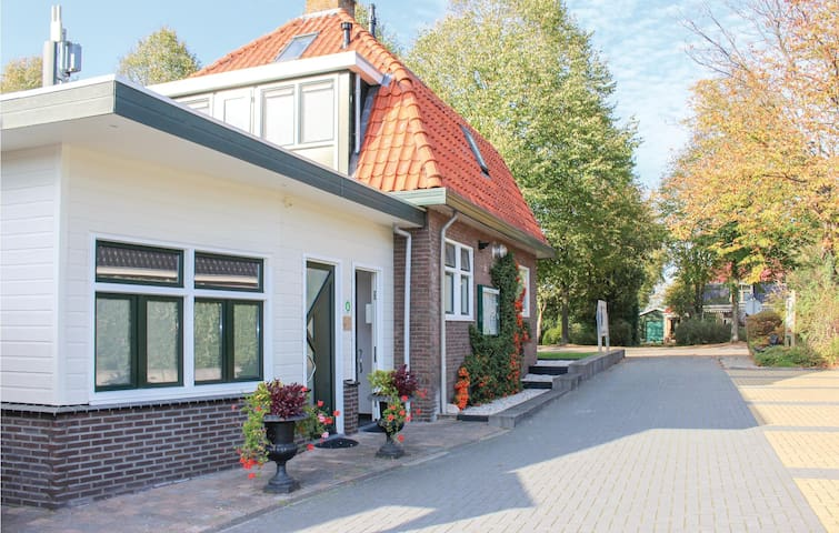 Holiday cottage with 6 bedrooms on 750m² in Oudehaske