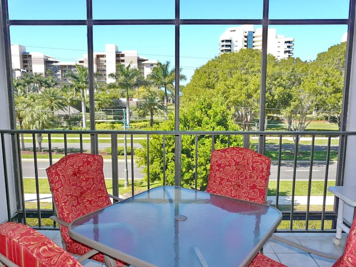 Stylish condo in unbeatable location across the street from South Beach