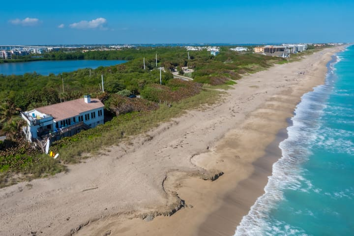 """La Dolce Vita"": 6+BR/4+BA, Heated Pool, ON Beach"