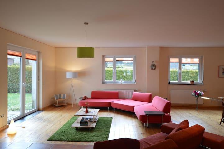 Maison de vacances moderne avec sauna à Hellenthal